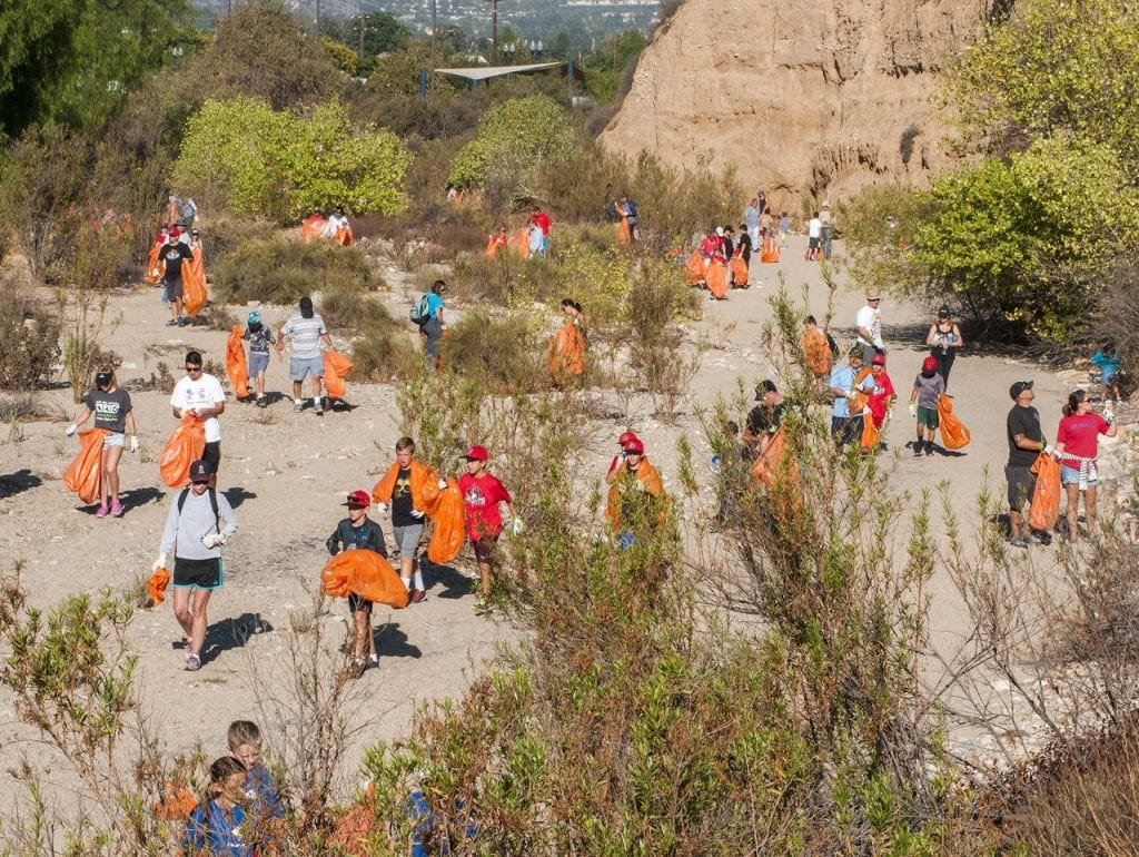Volunteers scour the river bed looking for trash - local news santa clarita