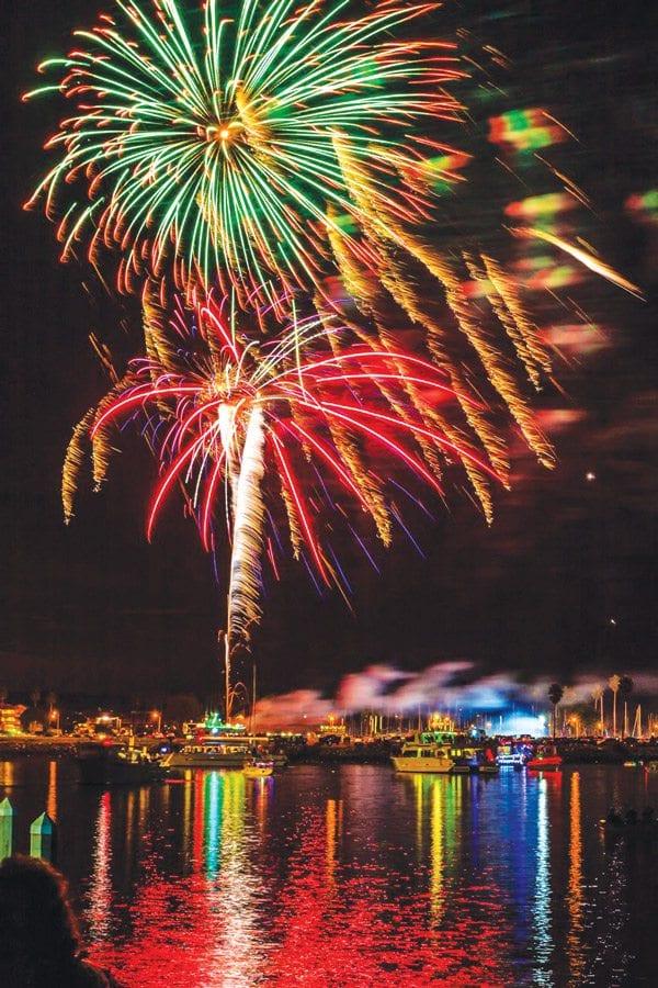 ventura-harbor_fireworks