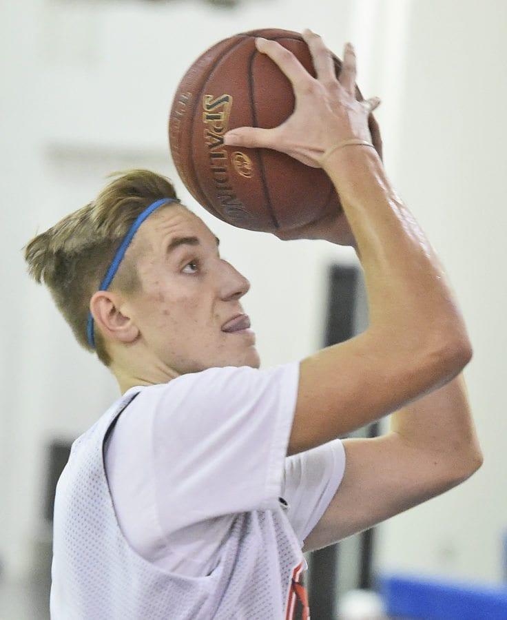 Josh Fehr shoots of SCCS basketball. Dan Watson/The signal