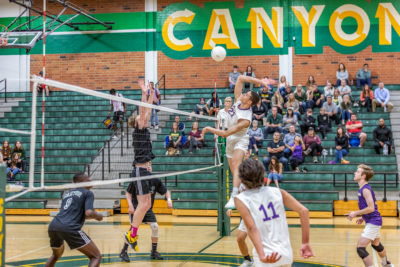 Valencia gets key win with sweep of Canyon