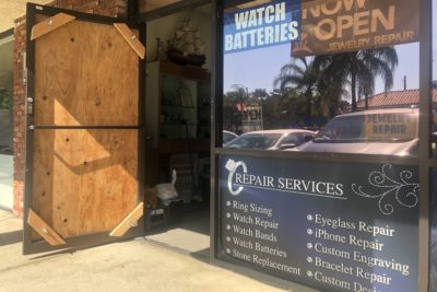 Detectives investigating Newhall jewelry shop burglary