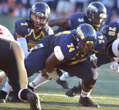 Canyons football unafraid of two-quarterback system